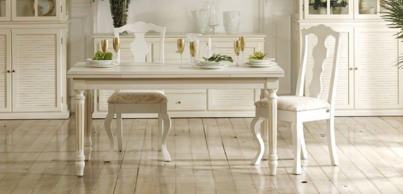 Decorar el sal n con sillas cl sicas for Sillas blancas salon