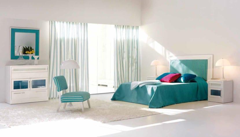 sillon en dormitorio turquesa