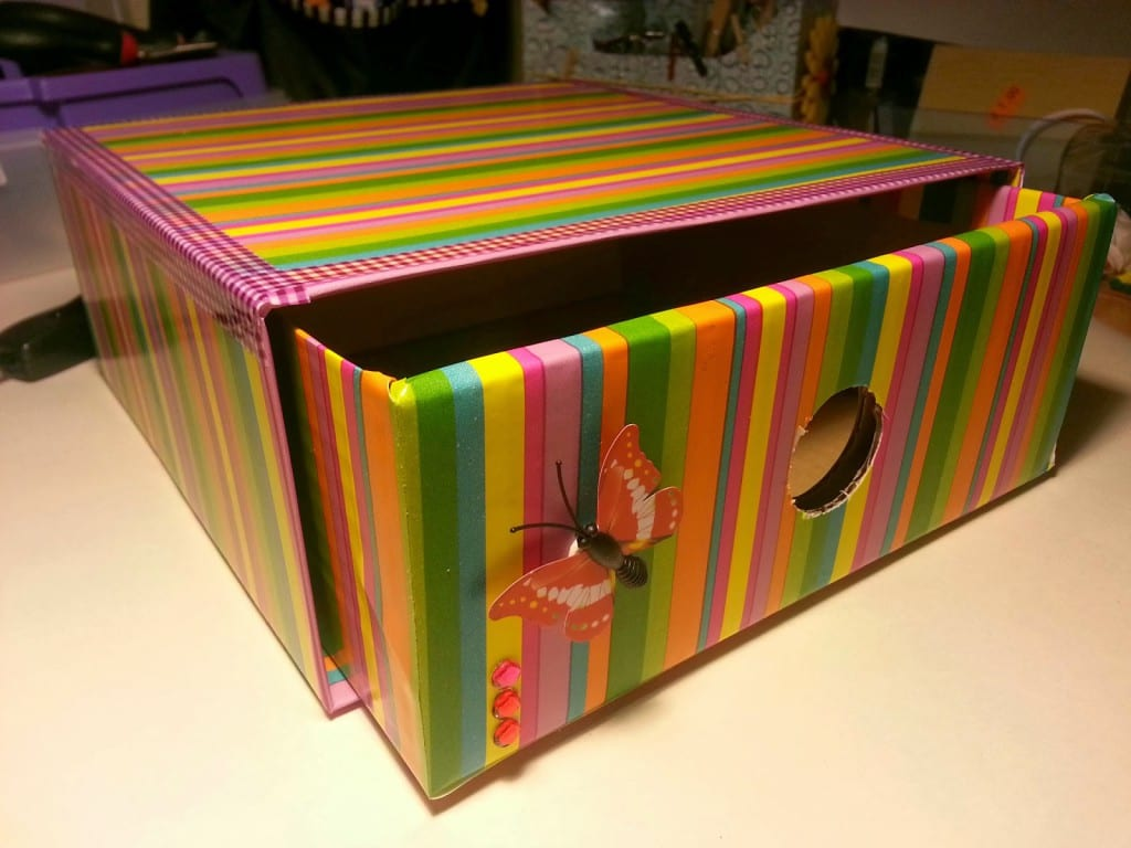 caja de carton decorada