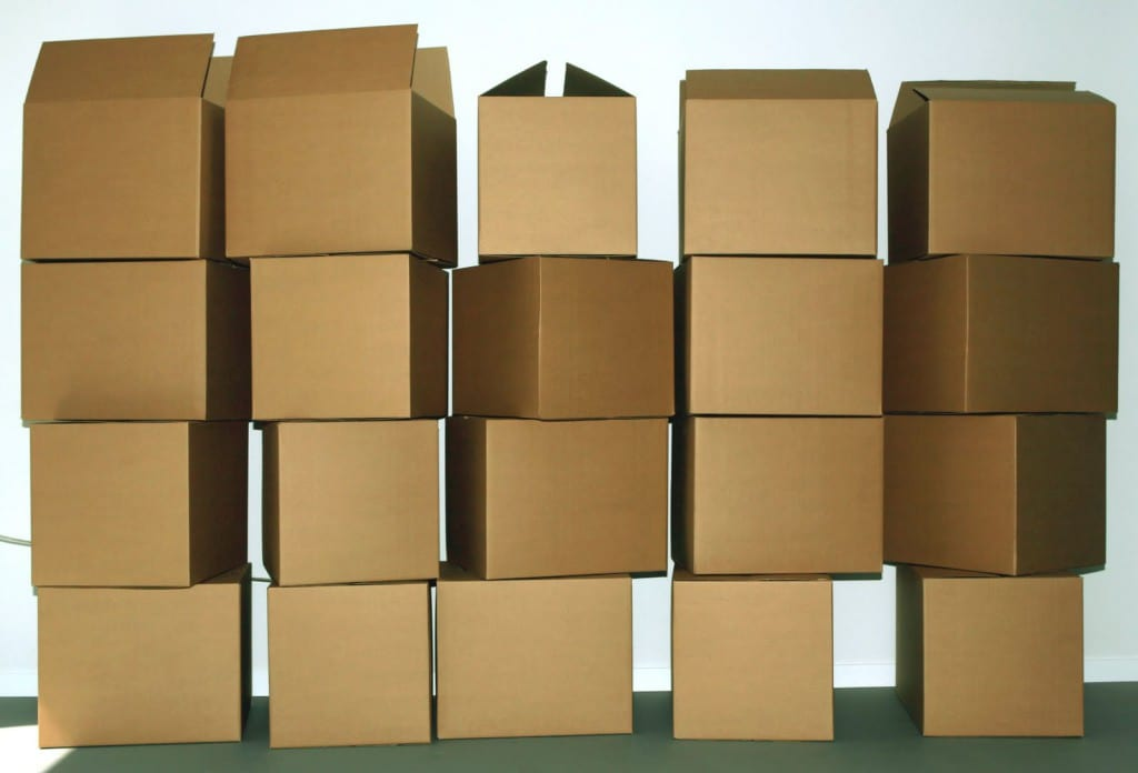 cajas amontonadas
