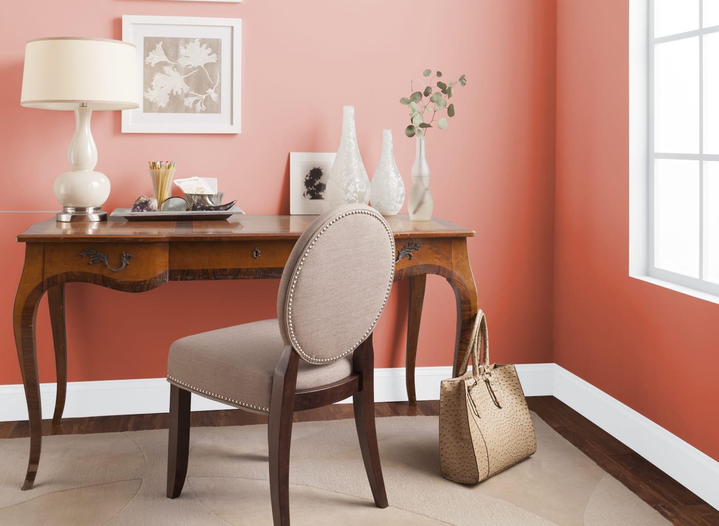 Decorar el hogar con color coral