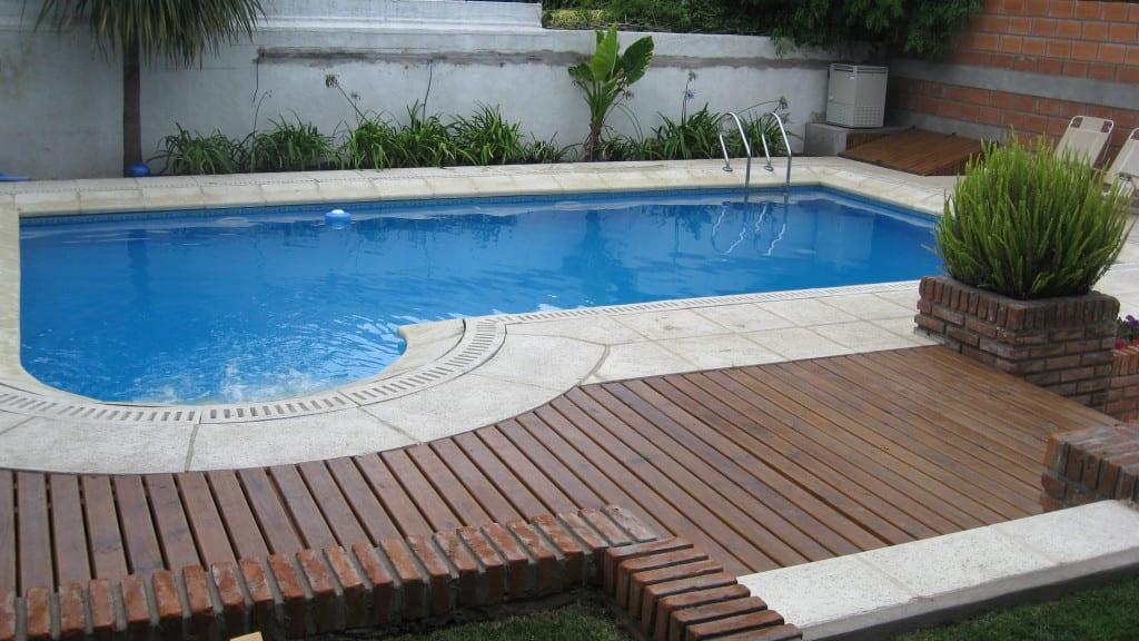 piscina con madera