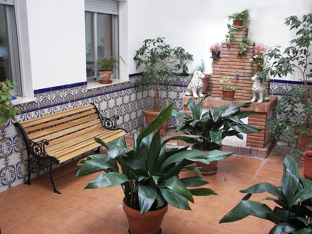 Ideas para utilizar un patio interior for Decorar patio economico