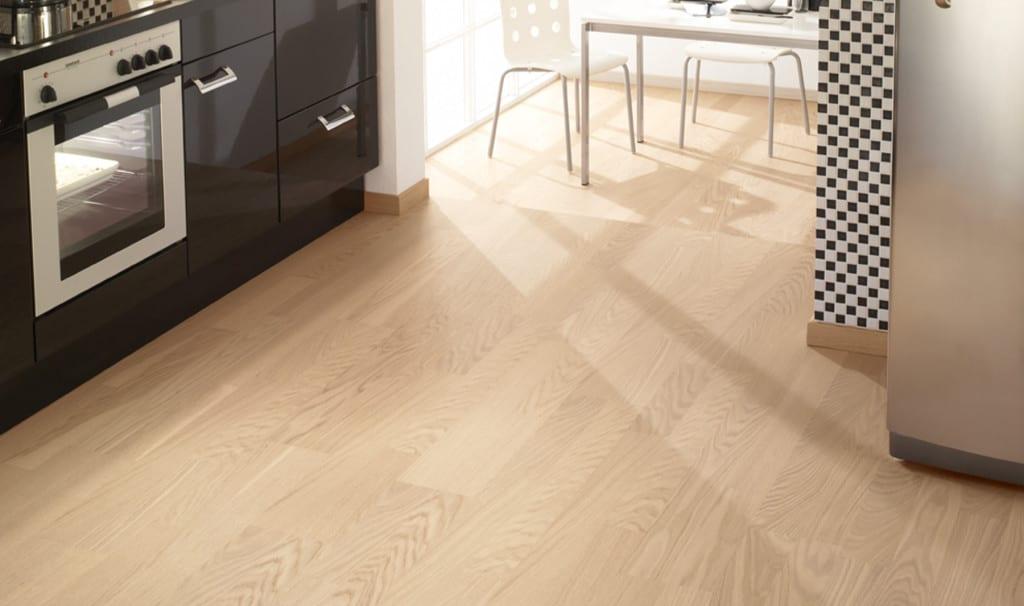 Consejos para tener un suelo de madera en la cocina - Suelo madera cocina ...