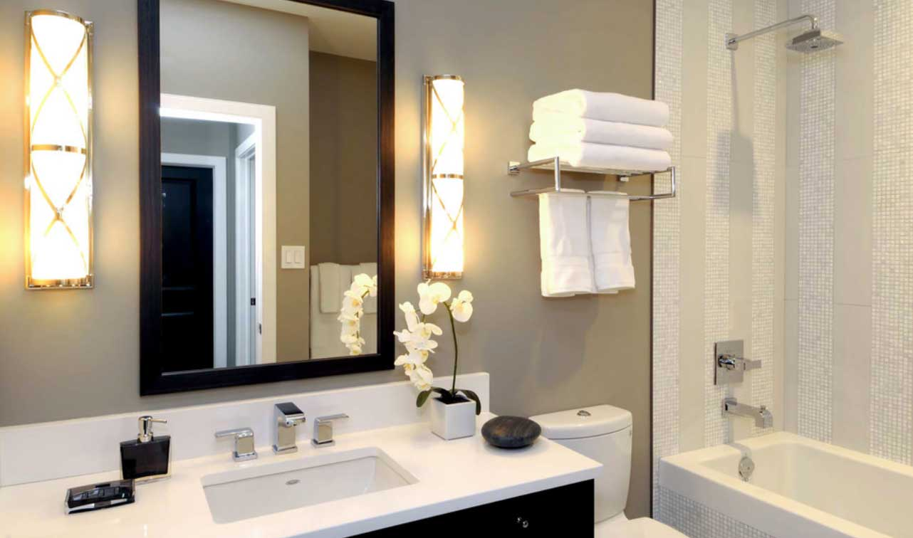 Consejos útiles para iluminar tu baño