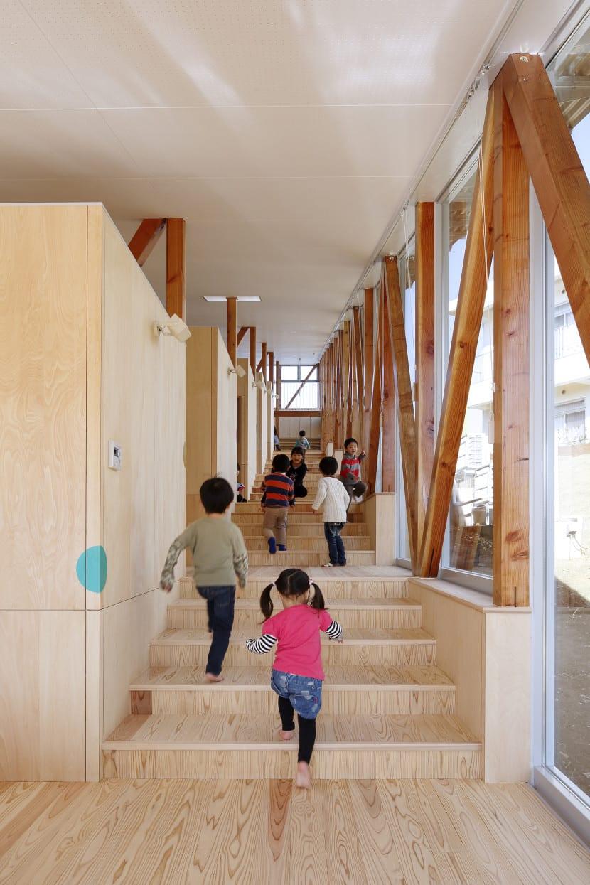 escuela infantil escaleras