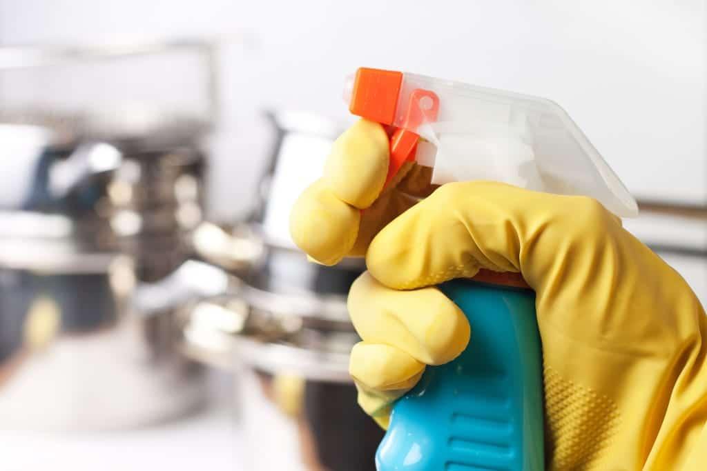 C mo limpiar los azulejos de la ducha de forma profunda for Limpiar azulejos de la cocina