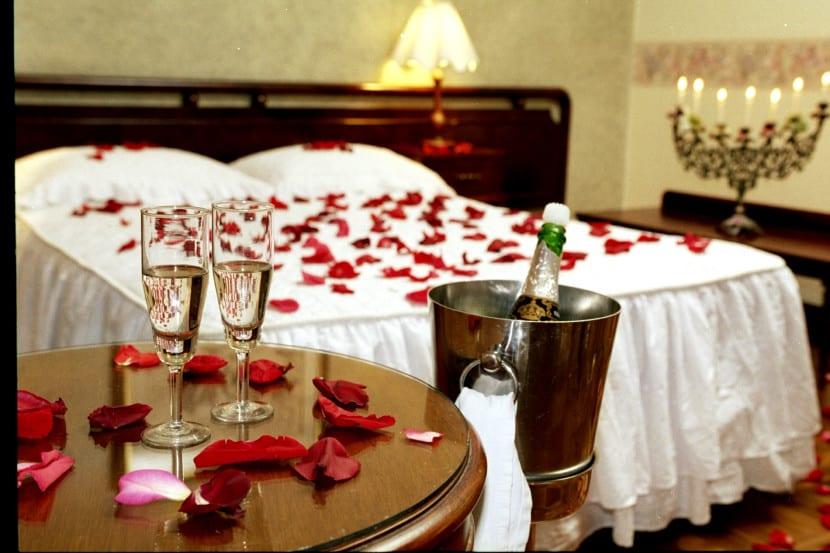 Aprende a decorar tu dormitorio para una noche rom ntica for Decoracion noche romantica