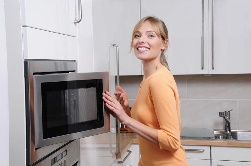 limpiar de una forma sencilla el microondas
