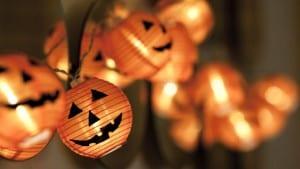 decorar-casa-para-fiesta-halloween-luz-exterior
