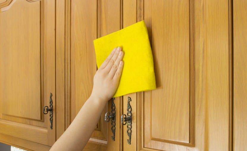 Como-limpiar-puertas-de-madera