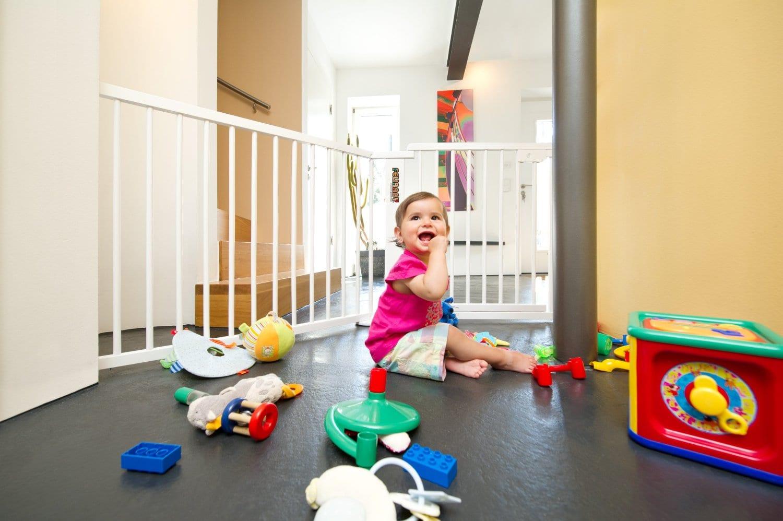 C mo tener un hogar seguro para los ni os - Seguridad escaleras ninos ...