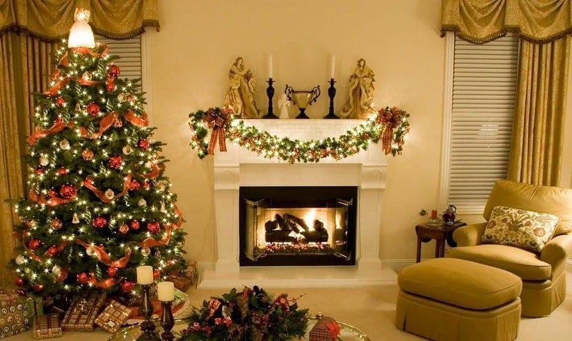 salon-y-chimenea-con-decoracion-de-navidad
