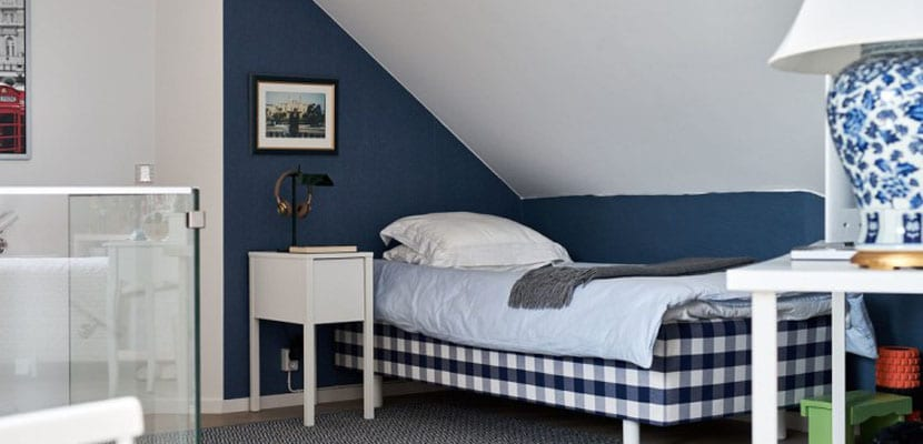 Dormitorio azul en estil nórdico