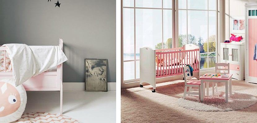 Una cuna rosa en el cuarto del bebé