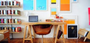 Oficina en casa con color
