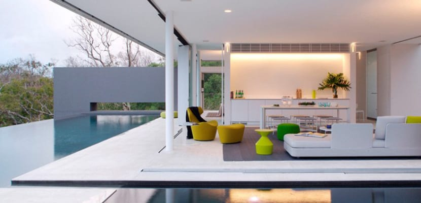 Una casa minimalista con espacios abiertos Decoracion de espacios abiertos en casa