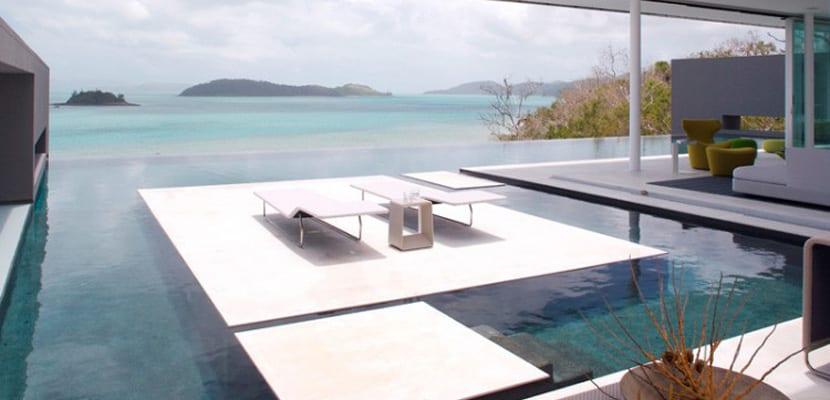 Casa minimalista con terraza