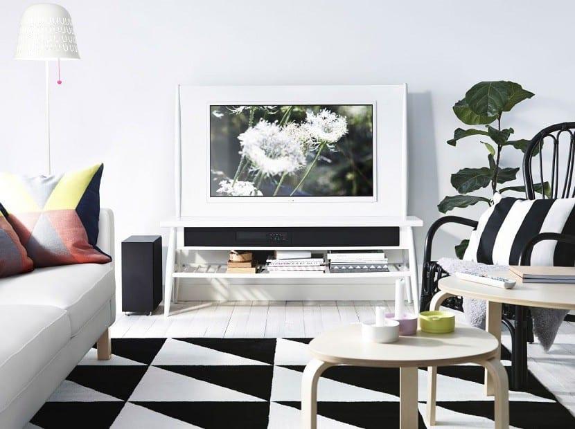 salon-moderno-decorado-en-blanco-y-negro
