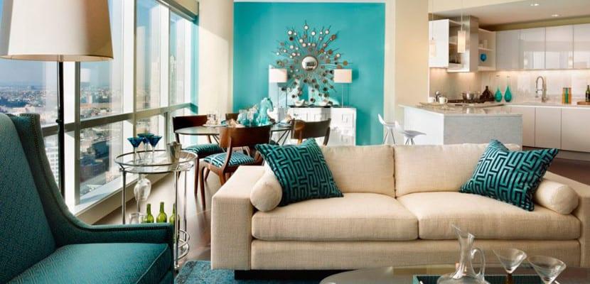 Salón en tonos vivos turquesa
