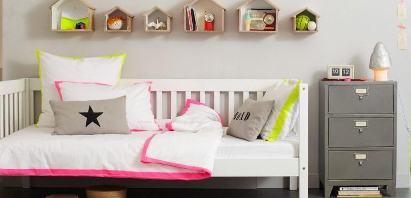 Dormitorio tonos grises y fluor