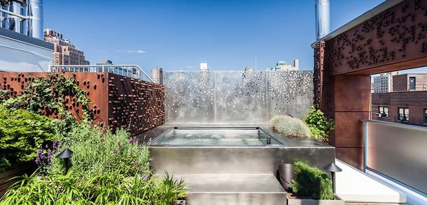 Piscinas elevadas en el exterior for Decorar piscina elevada