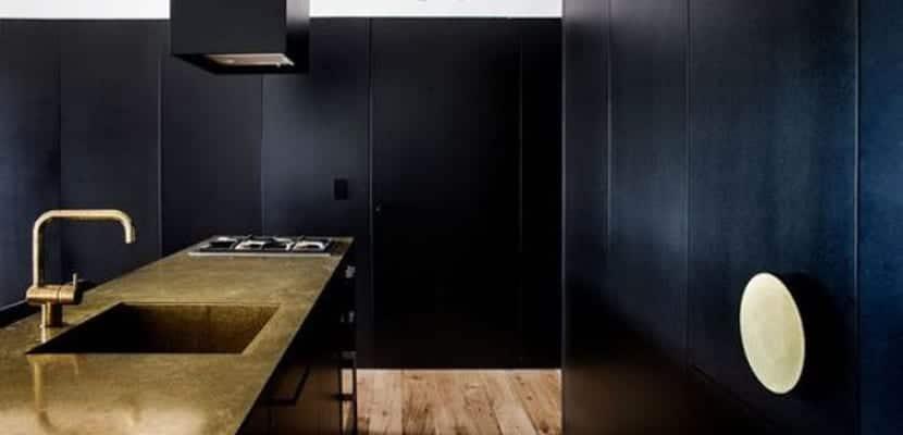 Cocina en tonos oscuros