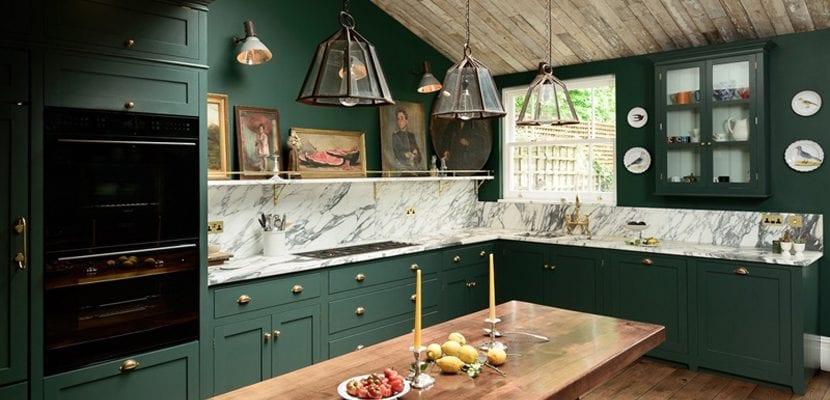 Cocina verde con estilo clásico
