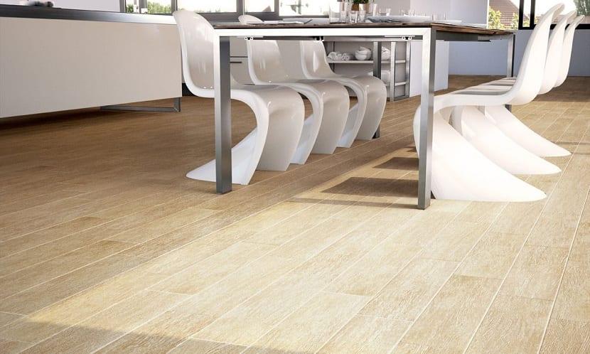 Tipos de suelos para la decoraci n del hogar for Azulejo de parquet negro imitacion