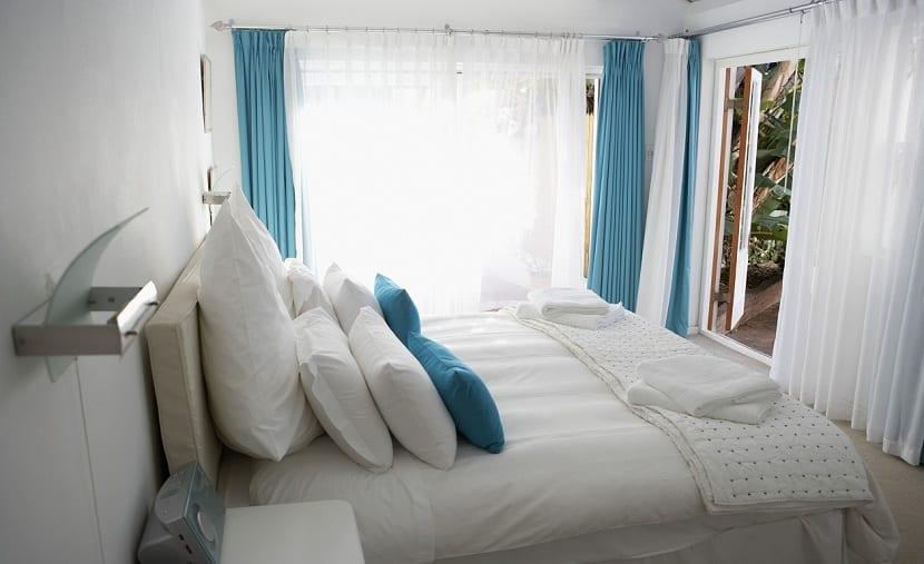 C mo decorar un dormitorio peque o y con poca luz - Como decorar un cuarto pequeno ...