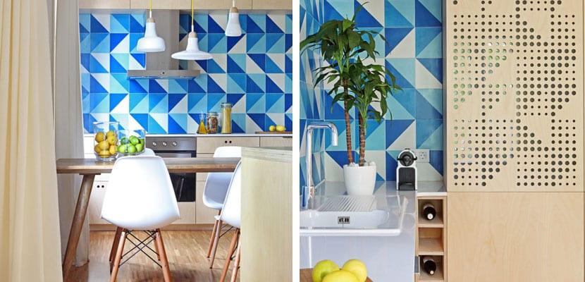 Cocina en madera con tonos azules
