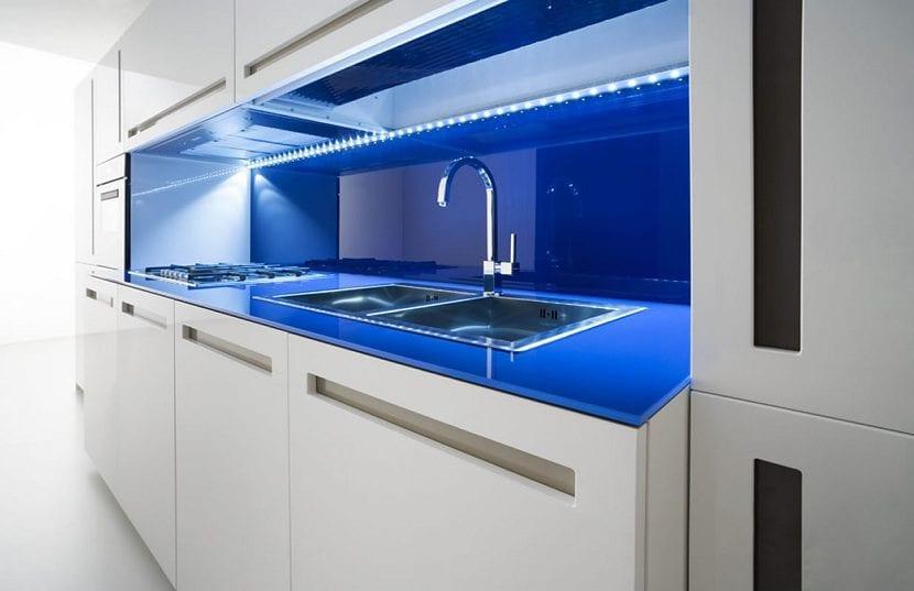 3 colores perfectos para pintar las paredes de la cocina - Pintar encimera cocina ...