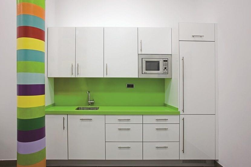 Vinilo para forrar encimeras de cocina latest el azulejo for Muebles de cocina para encimera