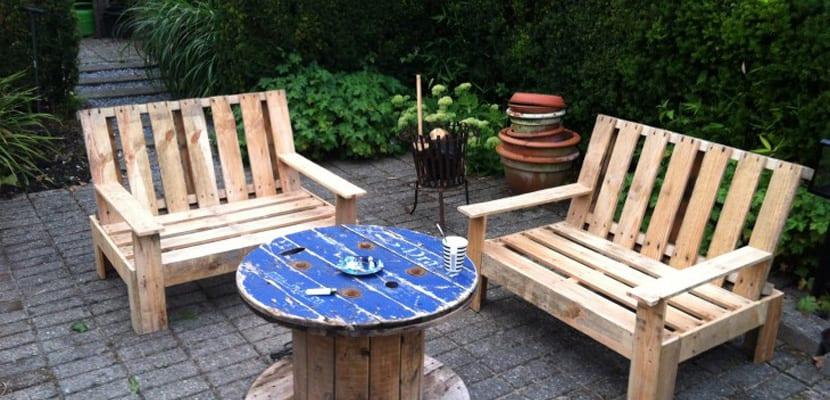 Bancos de jard n hechos con palets for Muebles de jardin con palets