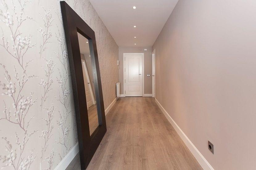 Consejos a la hora de pintar un pasillo de casa for Colores claros para casas