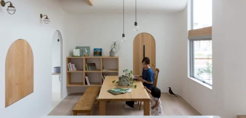 Casa japonesa con líneas suaves