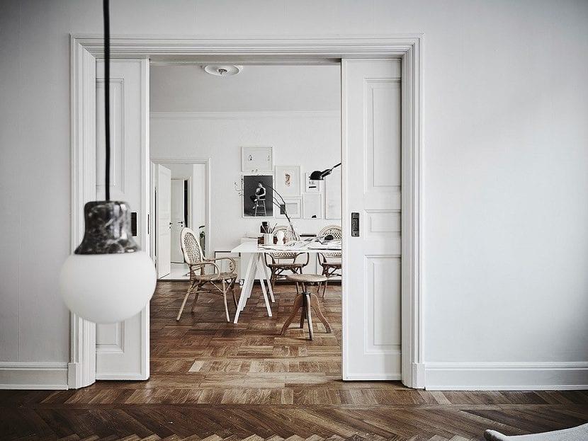 El suelo oscuro en la decoración de tu casa