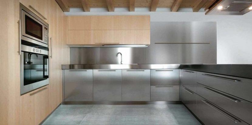 3 clases de encimera para tu cocina for Encimera acero inoxidable