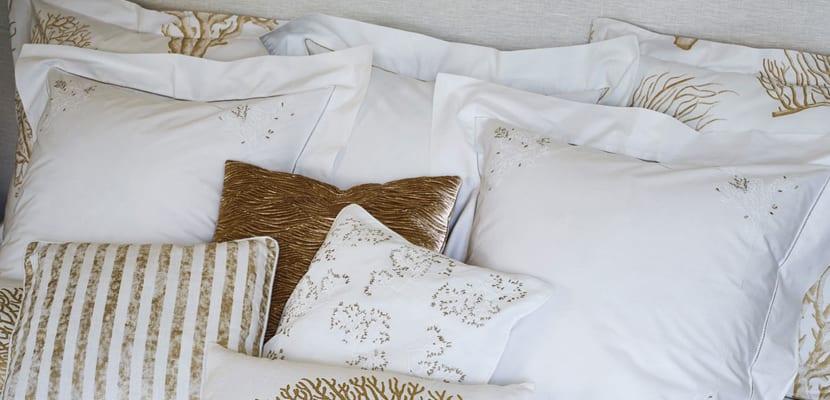 Textiles en blanco y dorado