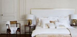 Dormitorio en blanco y dorado