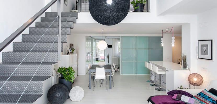 Loft moderno con originales toques de color