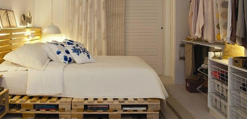C mo decorar el dormitorio con material reciclado for Cama con palets