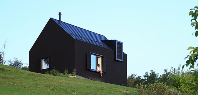 Casa de campo con interior minimalista for Casa moderna en el campo
