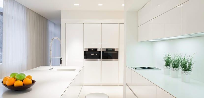 Ideas para las cocinas modernas blancas - Cocina sin tiradores ...