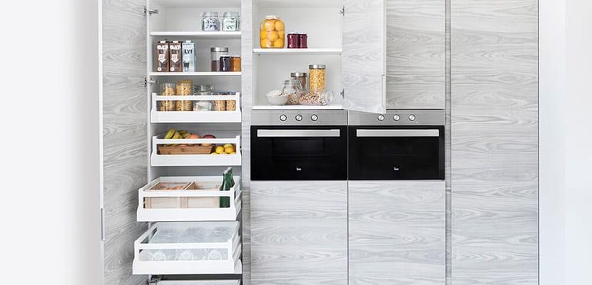C mo decorar las cocinas peque as alargadas - Almacenaje de cocina ...