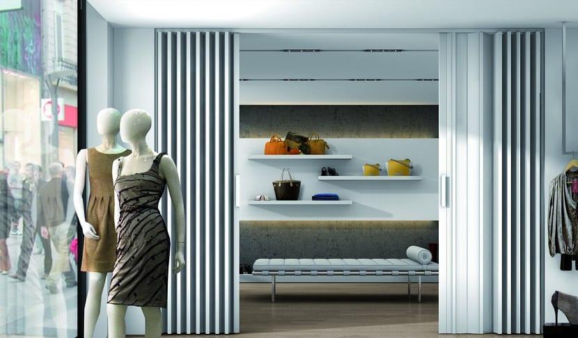 Beneficios de las puertas plegables en el hogar for Puerta corrediza pvc