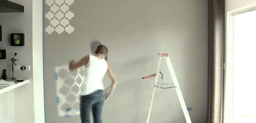 Plantillas para pintar c mo usarlas e ideas para decorar - Plantillas pared ...