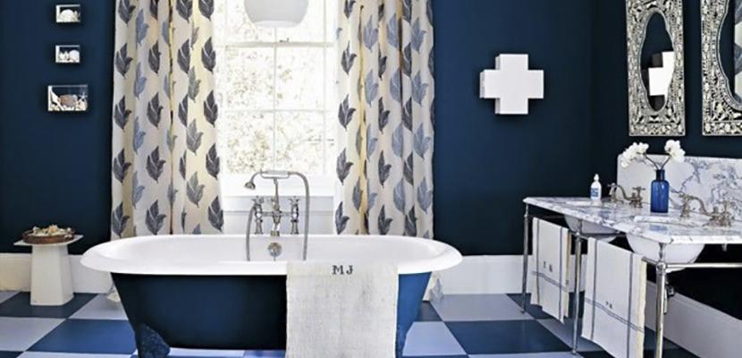 Azul añil en el baño