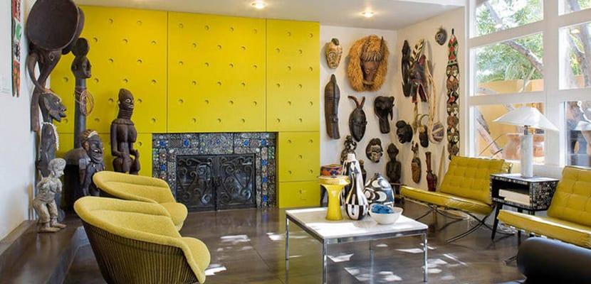 Salón con máscaras africanas