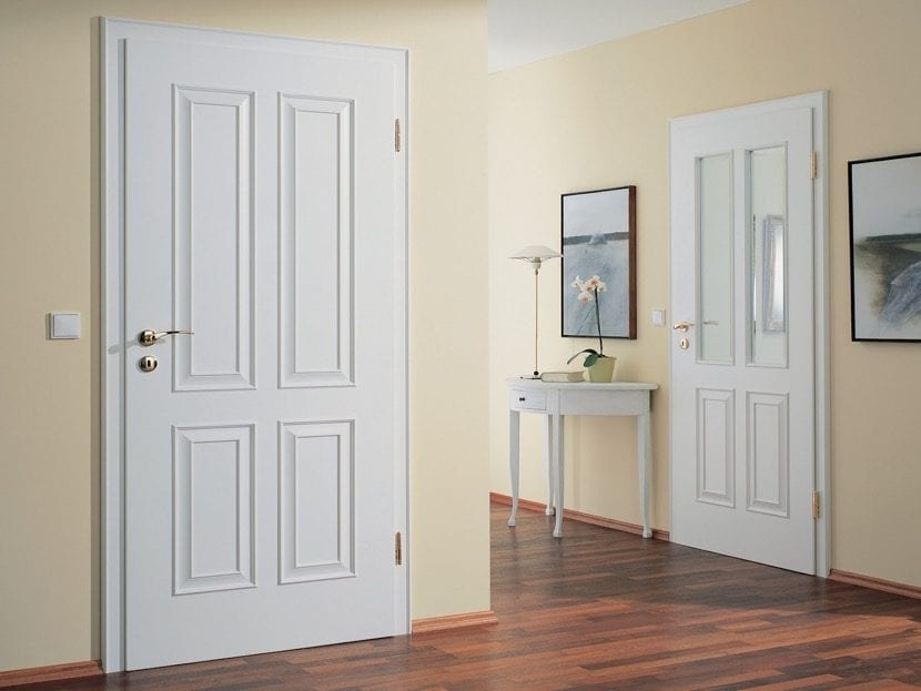 puerta blanca en casa